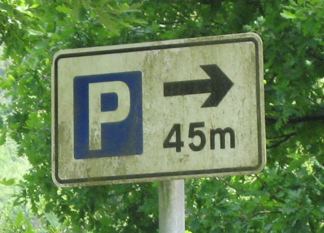 Metric distance sign to car park
